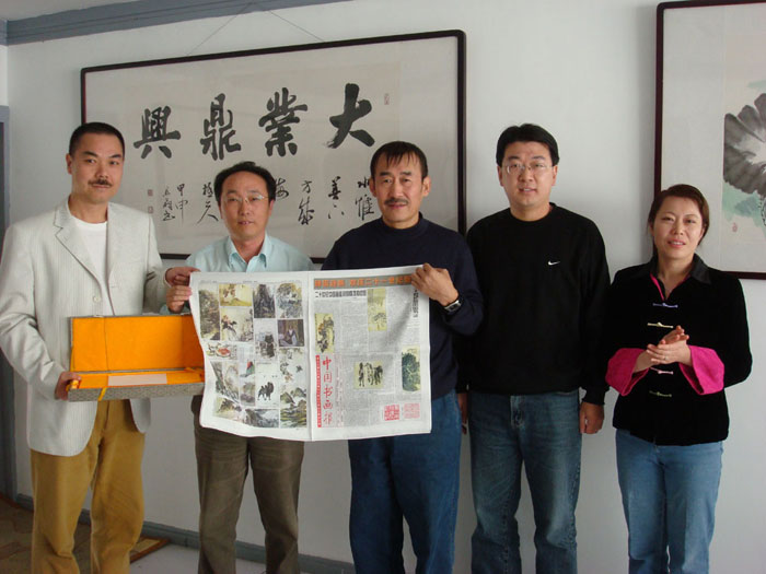中国书画报 边疆行采风团专访画家万顺